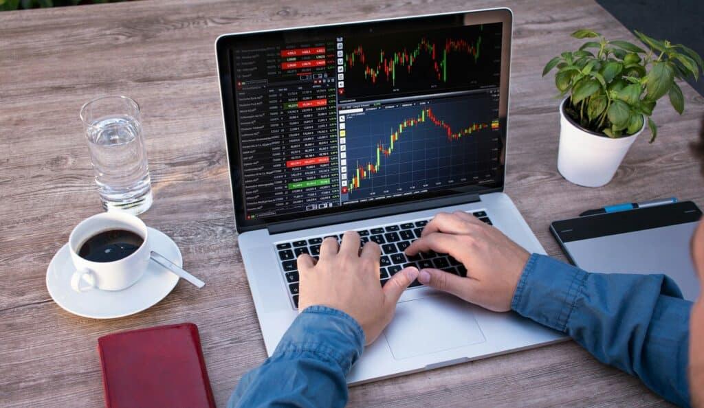 Dark Arrow Guerre Banques Cryptomonnaies Trading